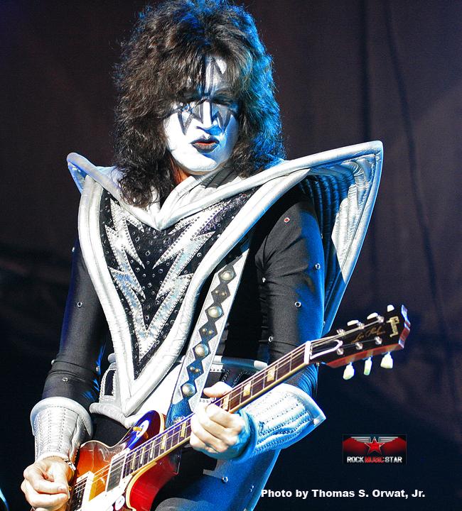 Kiss 2012 1