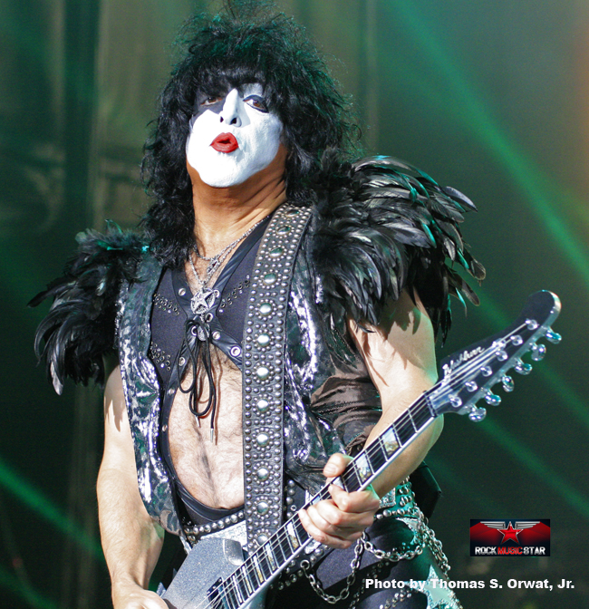 Kiss 2012 2